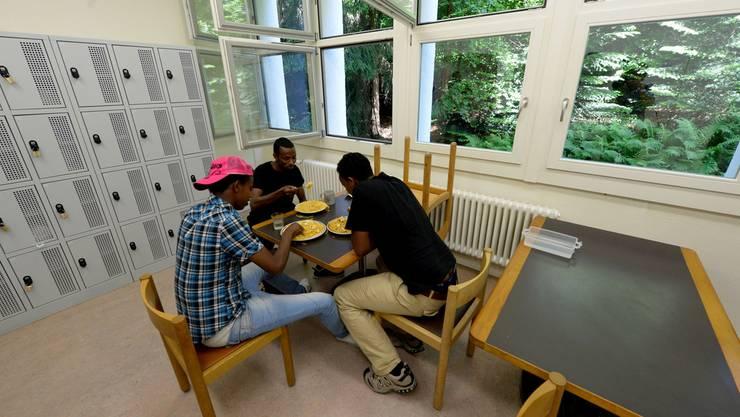 Für gemeinnützige Projekte mit Asylbewerbern können Aargauer Gemeinden erstmals Unterstützungsgelder beantragen. (Symbolbild)