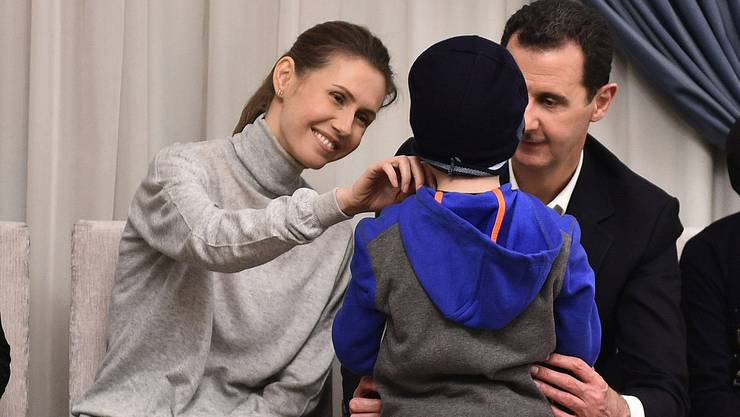 Asma al-Assad (l) mit ihrem Ehemann Baschar, Syriens Diktator.