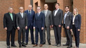 Sie nehmen sich viel vor für Dietikon: die Stadträte Lucas Neff (Grüne), Rolf Schaeren (CVP), Heinz Illi (EVP), Roger Bachmann (SVP), Reto Siegrist (CVP), Anton Kiwic (SP), Philipp Müller (FDP) und Stadtschreiberin Karin Hauser.