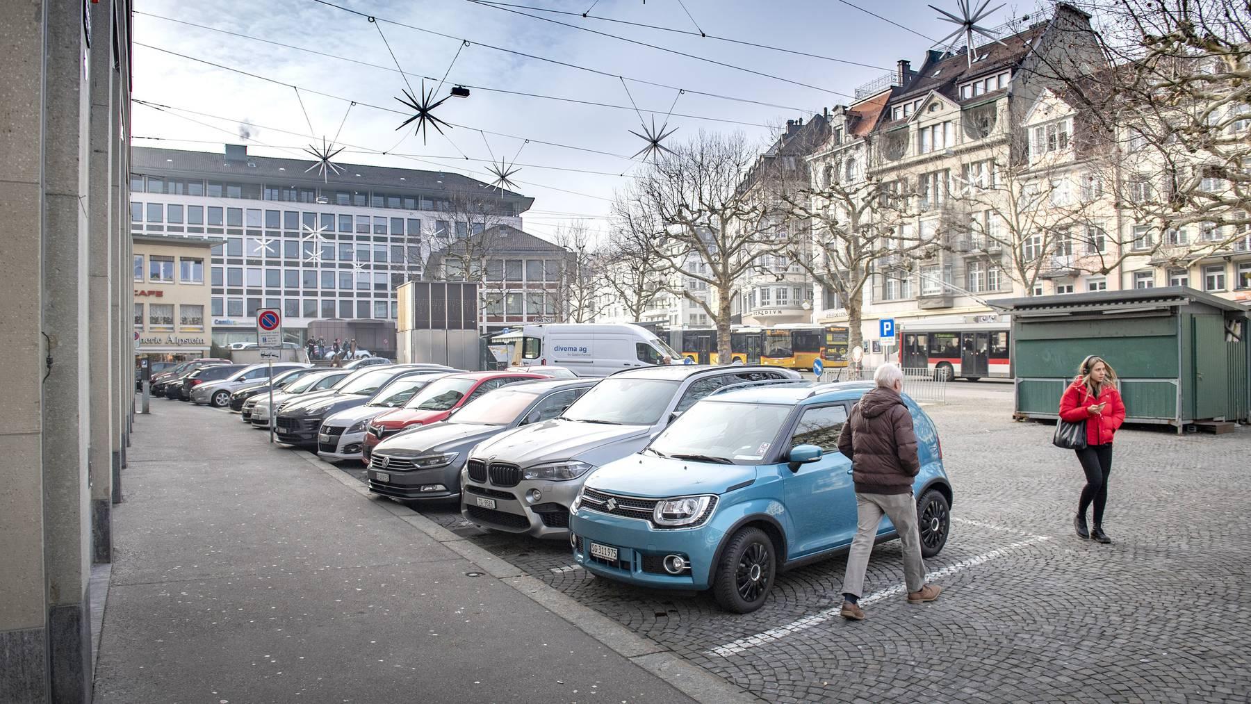 Ab Donnerstag sind diese Parkplätze am Marktplatz Geschichte. (Archiv)