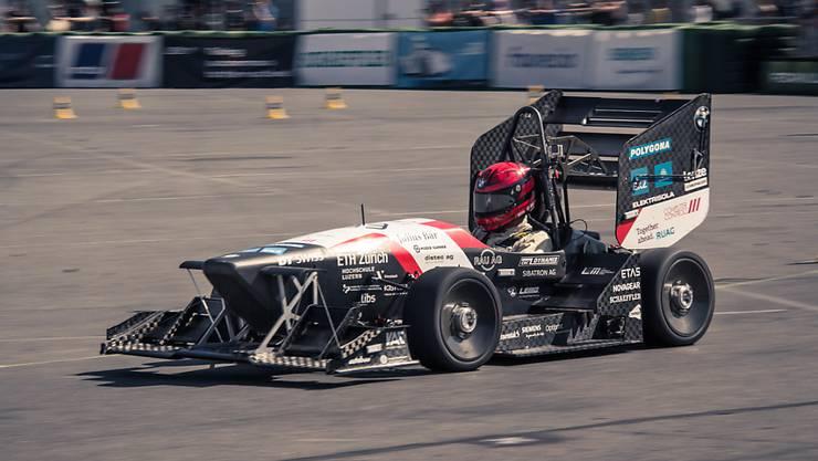 """Elektro-Rennbolide """"eiger"""" des AMZ Racing Teams kämpfte zwar auf dem Hockenheimring mit technischen Schwierigkeiten. Trotzdem reichte es dem ETH-Zürich-Team zum Sieg."""