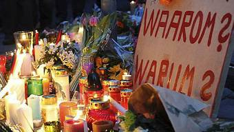 Kerzen brennen im Andenken an die Opfer des Amoklaufs