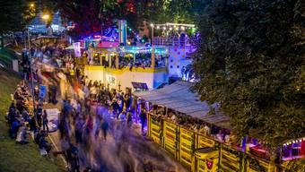 Ab Freitag 18 Uhr bis Sonntag um 13 Uhr wird auf dem Dorfplatz gefeiert. (Symbolbild)