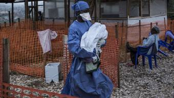 Ein Ebolazentrum der Nichtregierungsorganisation Ärzte ohne Grenzen (MSF) im Kongo. Zwei solcher Einrichtungen waren niedergebrannt worden.