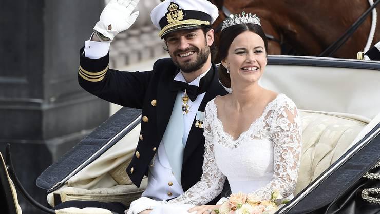 Nach der Zeremonie in der Kirche wollte das Brautpaar in einer Kutsche durch die Strassen Stockholms fahren, wo die Polizei rund 100'000 Schaulustige erwartete.