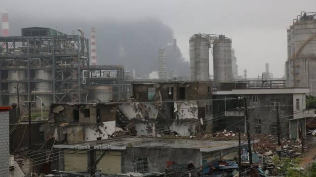 Das ausgebrannte Fabrikgelände vor zwei Tagen (Archivbild)