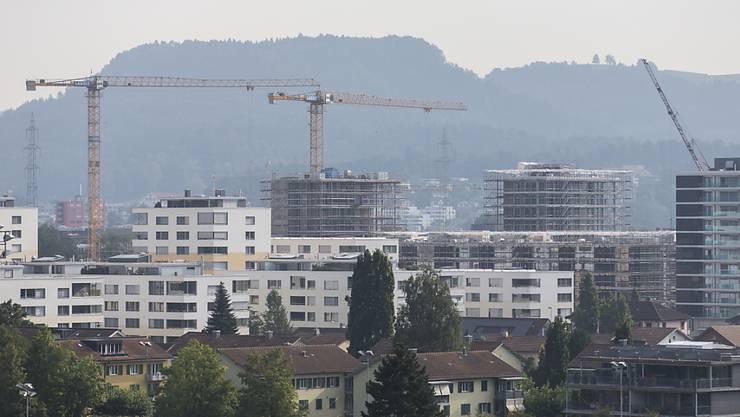 Die hohe Bautätigkeit und die sinkende Zuwanderung bremst die Nachfrage nach zusätzlichem Wohnraum. (Symbolbild)