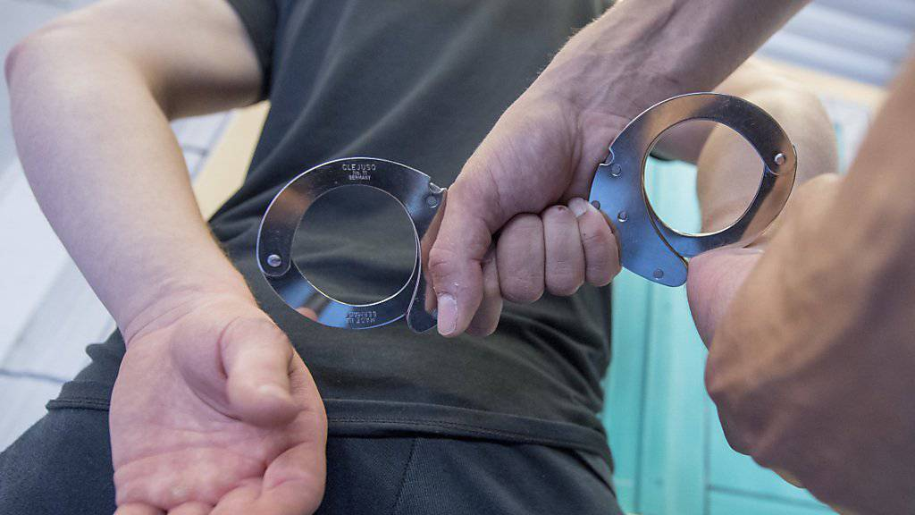 Nach dem Tötungsdelikt in einer Luzerner Bar hat die Polizei einen Tatverdächtigen festgenommen. (Symbolbild)