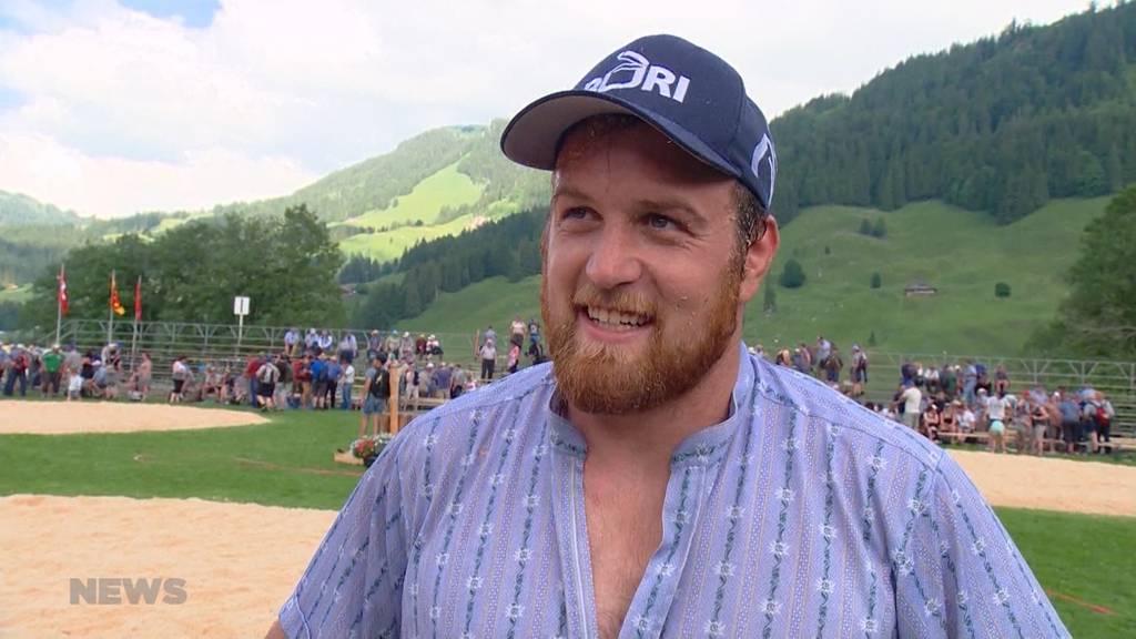 Matthias Aeschbacher triumphiert am Schwarzsee-Schwinget