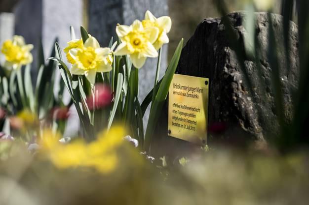 Beigesetzt wurde er im Juli 2010. wo er am 21. Juli 2010 beigesetzt wurde. Noch heute bezahlt die Gemeinde Weisslingen eine Gärtnerei aus Zell dafür, dass sie sich um die Frühlings- und Herbstbepflanzung kümmert.