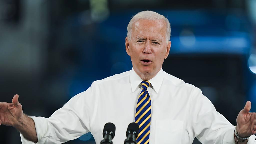 Mit der grundsätzlichen Einigung auf ein billiardenschweres Infrastrukturpaket im Senat hat US-Präsident Joe Biden einen wichtigen Erfolg errungen. (Archivbild)