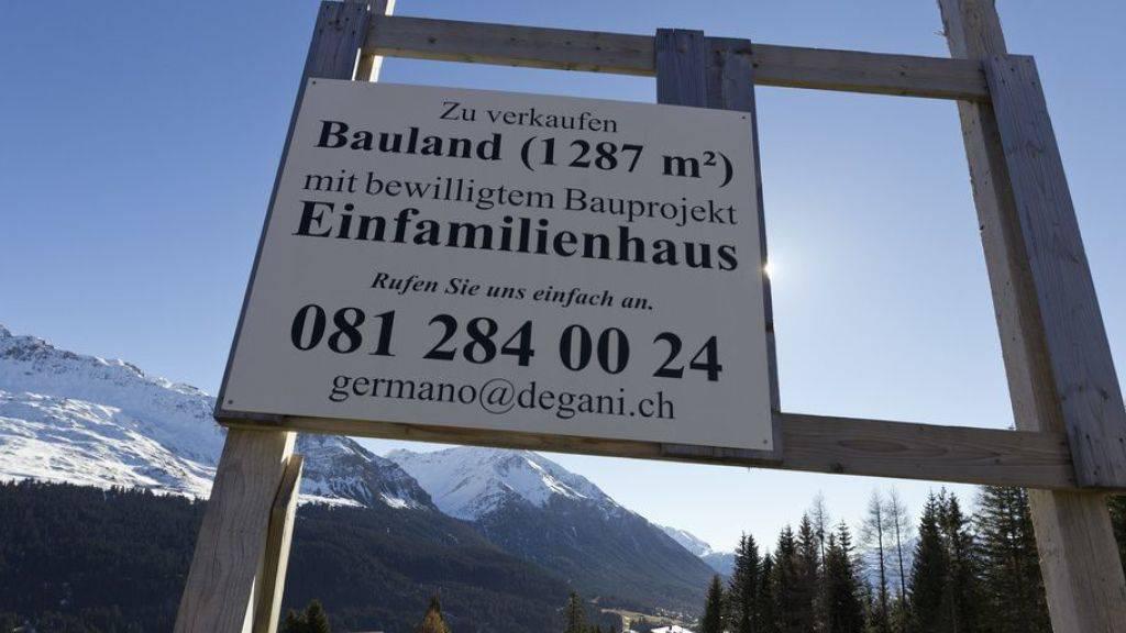 Die Schweizer Bevölkerung lebt gern geräumig - sofern sie es sich leisten kann. Eine Million der 1,75 Millionen Gebäude mit Wohnnutzung sind Einfamilienhäuser.  Im Schnitt residieren 12,5 Mal mehr Schweizer Haushalte in Einfamilienhäusern als ausländische. (Symbolbild)