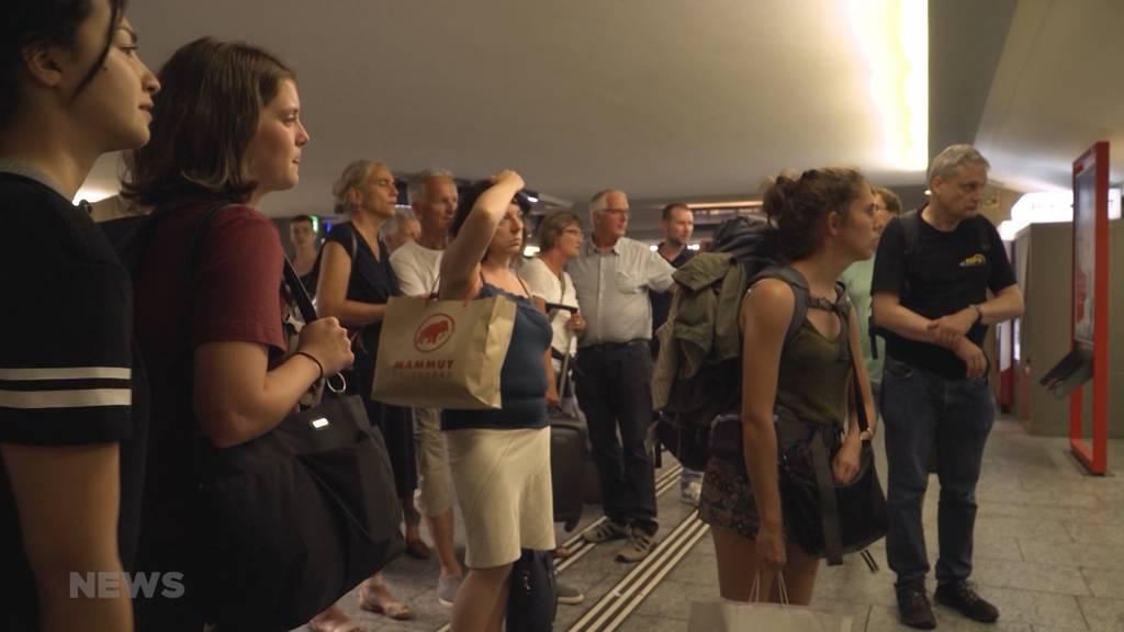 Tausende Pendler am Bahnhof Bern warten Stunden