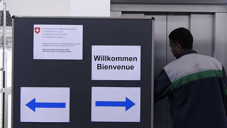Ab Frühjahr 2019 werden neue Asylgesuche im beschleunigten Verfahren behandelt. Das hat der Bundesrat entschieden. (Themenbild)