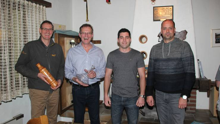 v.l.n.r.: Hans Vögeli (abtretender Kassier), Markus Huber (abtretender Jungfahrleiter und neues Ehrenmitglied), Yannick Benz (neuer Jungfahrleiter) und Roger Treier (neuer Kassier).