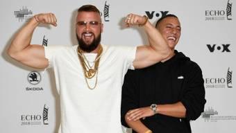 Rollenwechsel: Jetzt lässt die Justiz die Muskeln spielen. Gegen die Rapper Kollegah (l) und Farid Bang wird wegen Volksverhetzung ermittelt. Alle ihre Songtexte werden überprüft. (Archivbild)