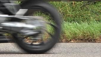 Der Beschuldigte ist 65 km/h zu schnell gefahren. (Symbolbild)