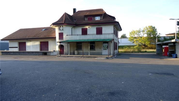 Der verlassene Fahrwanger Bahnhof, der bald einer Überbauung weichen soll.