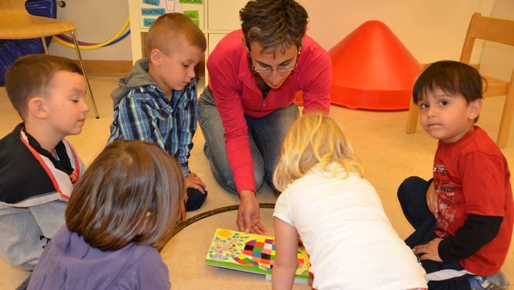 Im «Basler Modell» werden Eltern dazu verpflichtet, ihrem Nachwuchs bei Förderbedarf für zwei Halbtage pro Woche einen Platz in einer anerkannten Sprachförderungs-Kita zu suchen. (Symbolbild)
