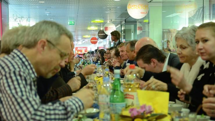 Am längsten Business-Mittagstisch im Lilienzentrum trafen sich die Mitglieder der drei Schlieremer Wirtschaftsvereinigungen