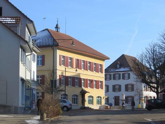 Das gelbe Haus war einmal ein Schulhaus in Frenkendorf.
