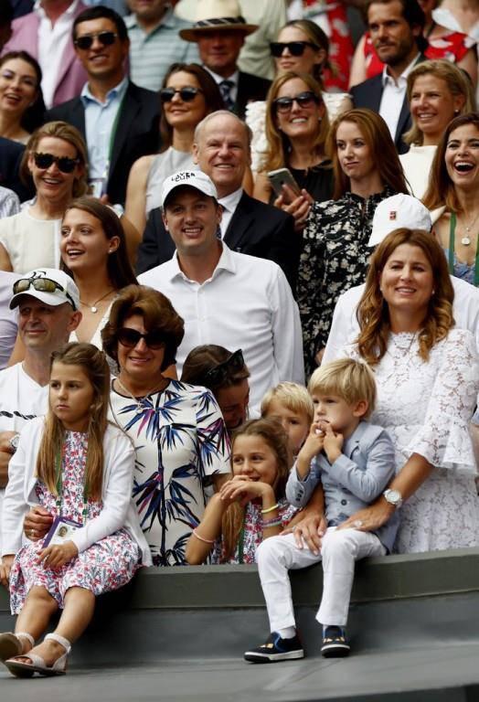 Die Söhne und Töchter von Federer verfolgten das Spiel mit.