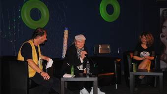 Roli Streit und Lucia Arni befragen den preisgekrönten Coiffeur Fritz Schlup (Mitte).