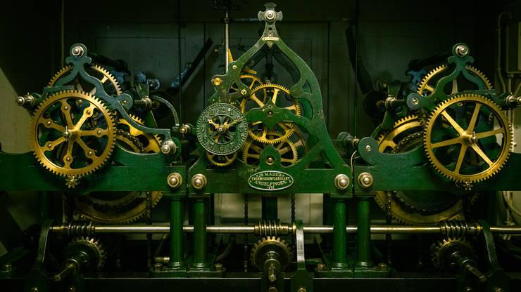 Die mechanische Turmuhr aus dem Jahr 1925 erhält eine neue Elektroinstallation.