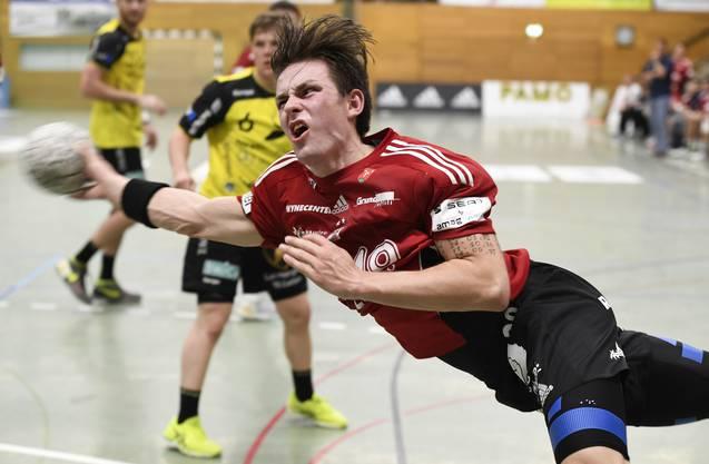 Beau Kägi im Abschluss während einer Partie gegen den TSV St. Otmar St. Gallen in der Saison 2016/17.