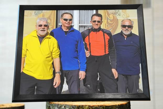Mit einem Foto in der Kirche gedenken Freunde den vier Lawinenopfern des Männerturnvereins Brittnau.