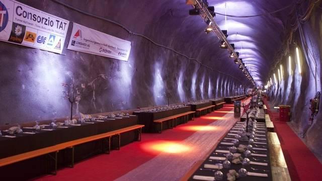 Soll früher als geplant an die SBB übergeben werden: der Gotthardbasistunnel (Archiv)