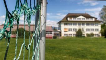 Kriegstetten (im Bild das Schulhaus) will aus dem Zwecksverband Hoek austreten.