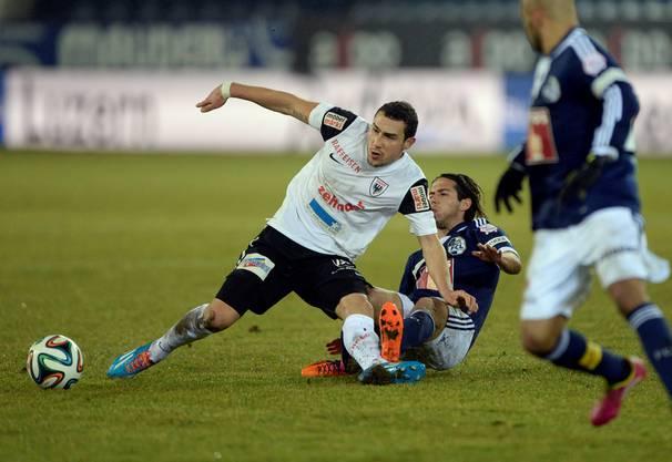 Artur Ionita im Spiel gegen den Luzerner Jahmir Hyka
