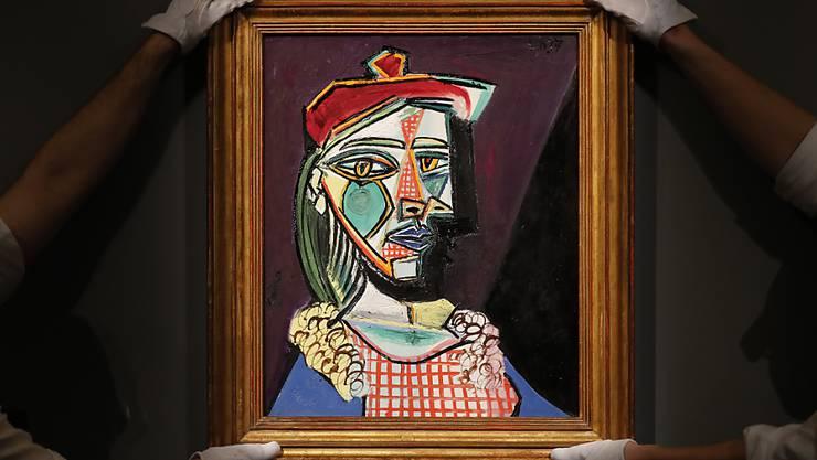 "War einem Käufer umgerechnet 65 Millionen Franken wert: Pablo Picassos Bild ""Femme au béret et à la robe quadrillée (Marie-Thérèse Walter)"" aus dem Jahr 1937. (Archivbild)"