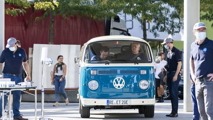 Zum Startschuss der «Wave Trophy» sind rund 30 Autos nach Brugg gefahren.