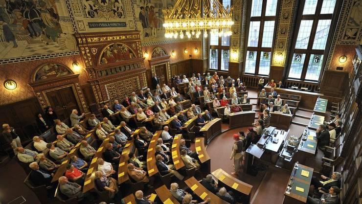 In Basel-Stadt wird die Hürde bei Parlamentswahlen für Parteien von fünf auf vier Prozent der Stimmen gesenkt.