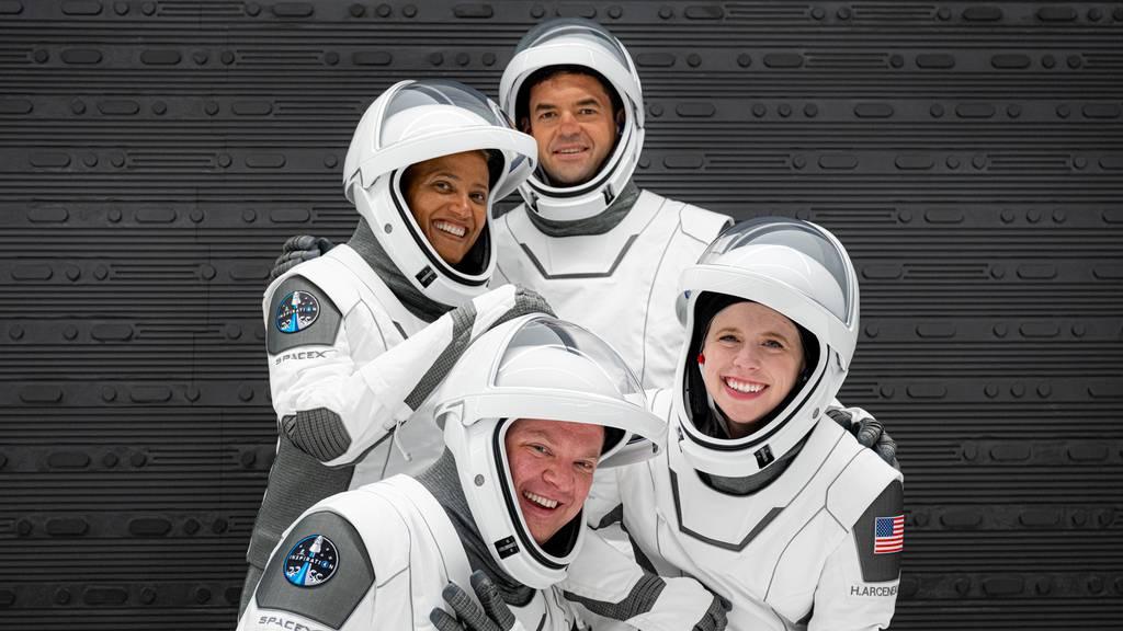 Vier Touristen reisen ohne Astronauten ins All