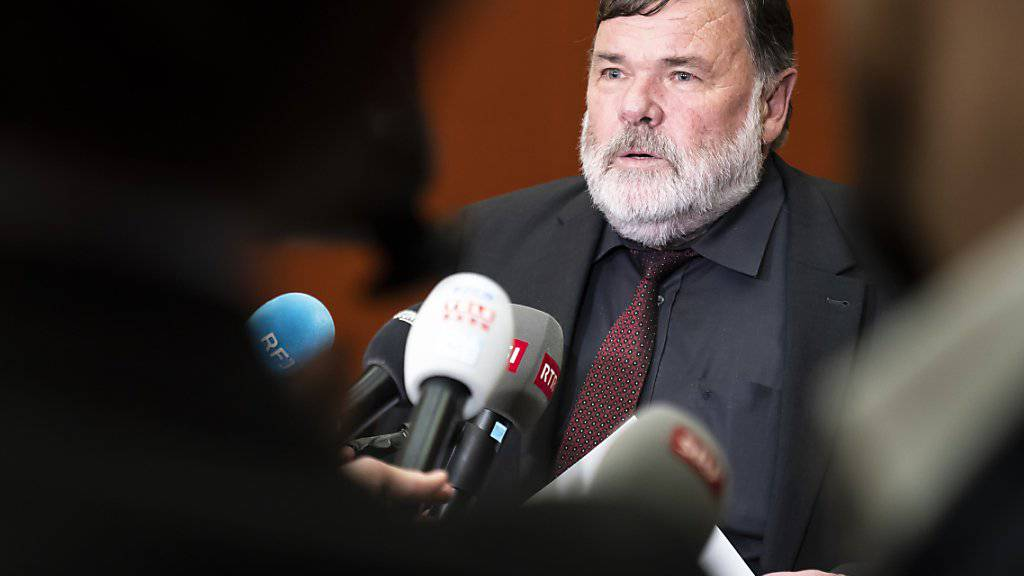 Die Wiederwahl von Bundesanwalt Michael Lauber wird verschoben. Wegen der laufenden Disziplinaruntersuchung hat die Gerichtskommission noch keine Wahlempfehlung abgegeben, wie ihr Präsident Jean-Paul Gschwind (CVP/JU) erklärte.