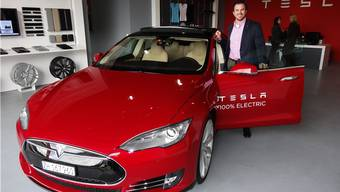 Jochen Rudat, Country Director Schweiz des Elektroautomobil-Herstellers Tesla, im Service-Center in Möhlin. – Foto: chr