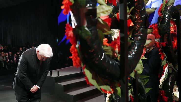 Bekenntnis zur deutschen Schuld am Völkermord an den Juden: Bundespräsident Steinmeier bei der Kranzniederlegung in der Holocaust-Gedenkstätte Yad Vashem in Jerusalem.