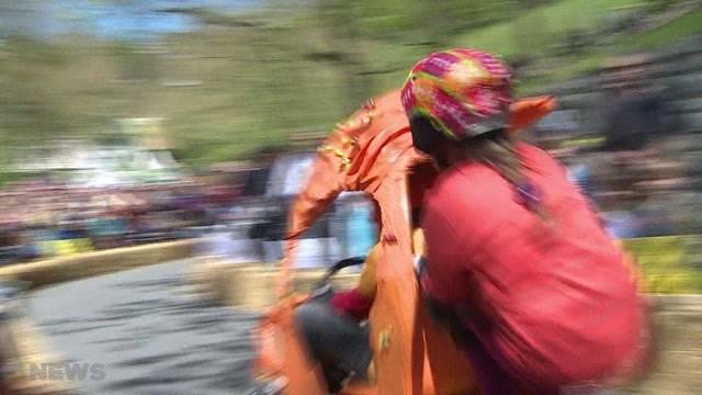 Seifenkistenrennen: Farbenfroh, fröhlich und laut