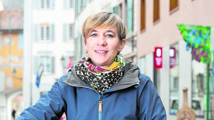 Karin Bächli, SP: Um 17 Stimmen ist Karin Bächli bei der Stadtratswahl 2017 Sandra Kohler unterlegen. Sie geniesst als langjährige Einwohnerrätin (und Ratspräsidentin 2018/19) einen hervorragenden Ruf über alle Parteigrenzen hinweg. Und sie hätte nicht zuletzt beruflich gute Voraussetzungen: Bächli ist diplomierte Geografin und arbeitet als Verkehrsplanerin.
