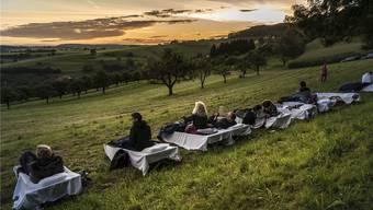 Wer wollte, konnte auf Feldbetten unter freiem Himmel übernachten mit Blick übers Homburgertal.