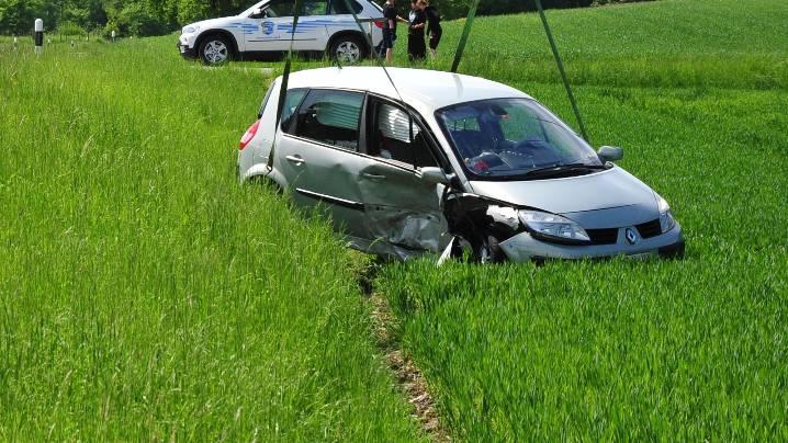 Junger Strolchenfahrer baut Unfall