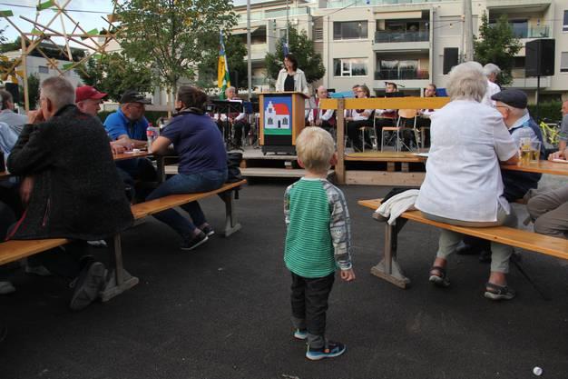 In Hausen findet die Bundesfeier am 31. Juli und zum ersten Mal auf dem neu gestalteten Dorfplatz vor der Mehrzweckhalle statt. Festrednerin ist Bruggs Stadtammann Barbara Horlacher.