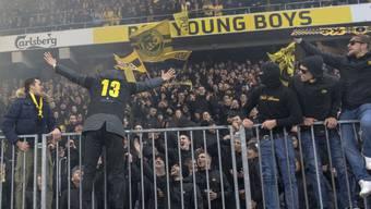 Am Tag nach dem Angriff auf Polizisten feierten YB-Fans ihre Helden gewaltlos im Berner Stade de Suisse. (Archivbild)