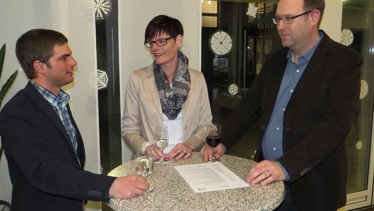 v.l.n.r. Kevin Friker, Gemeinderatskandidat; Monique Gammeter, Gemeinderätin bisher, kandidiert neu auch als Vizeammann; Simon Burger, Stadtratskandidat Aarau