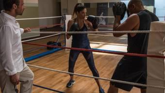 """Melanie Winiger (M) in einer Szene aus dem Kifferfilm """"Lommbock"""". Boxen musste sie dafür nicht lernen, das konnte sie schon. Sie praktiziert den Sport nur nicht mehr so oft, weil sie keine Oberarme will wie Madonna. (Handout)"""