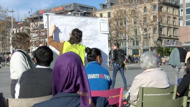 Autonome Schule Zürich protestiert auf Sechseläutenplatz gegen Rausschmiss