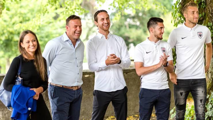 Der Aarauer Stadtrat empfängt 21 Spieler des FC Aarau im Haus zum Schlossgarten zu einem Apéro.